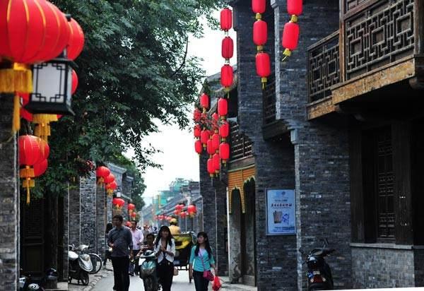 开幕式所在的老街——东关街
